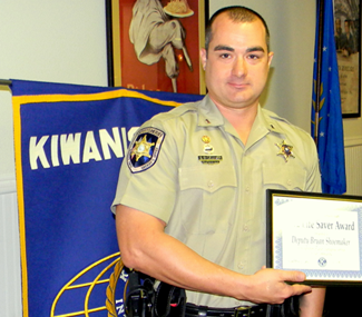 Sheriff's deputy Byron Shoemaker holds the Life-Saver Award from the St. Bernard-Arabi Kiwanis Club.