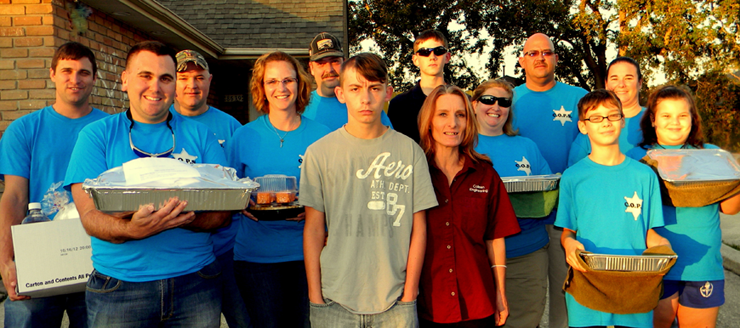 Receiving a Thangsgiving meal Nov. 21 were George Weathers and his mother Colleen Alatalo, second and third from left, and bringing it from the Sheriff's Office are from left in front, Cpl. Jeff Babin and Seth Penton, son of Lt. Jamie Penton; Back row, Lt. Justin Meyers, Capt. Adrian Chalona, Jodi Mowers of the Sheriff's Office; Maj. Kevin Sensebe; Jerry Weiser, son of Chalona; Capt. Angela Peraza; Col. David Mpoers, Lt. Jamie Penton and her daughter, Kaya Penton.